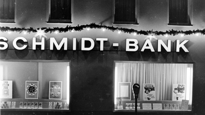 In den Räumen der ehemaligen Schmidt-Bank-Filiale am Marktplatz ist heute die Commerzbank beheimatet. Auch diese Filiale wird geschlossen.