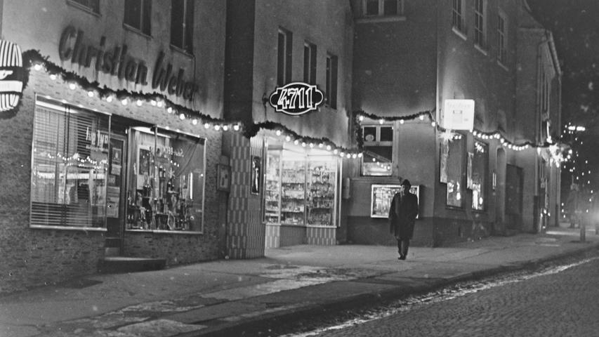 Die Geschäftswelt in Pegnitz befindet sich seit Jahrzehnten in einem stetigen Wandel. Zwar kommen immer neue Geschäfte dazu, viele verschwinden aber auch wieder. Unser Blick in das Bilderarchiv aus den 60er und 70er Jahren erinnert an viele Läden, die es bis auf wenige Ausnahmen heute nicht mehr gibt. Legendär ist das einstige Geschäft von Christian Weber in der Hauptstraße. Beim
