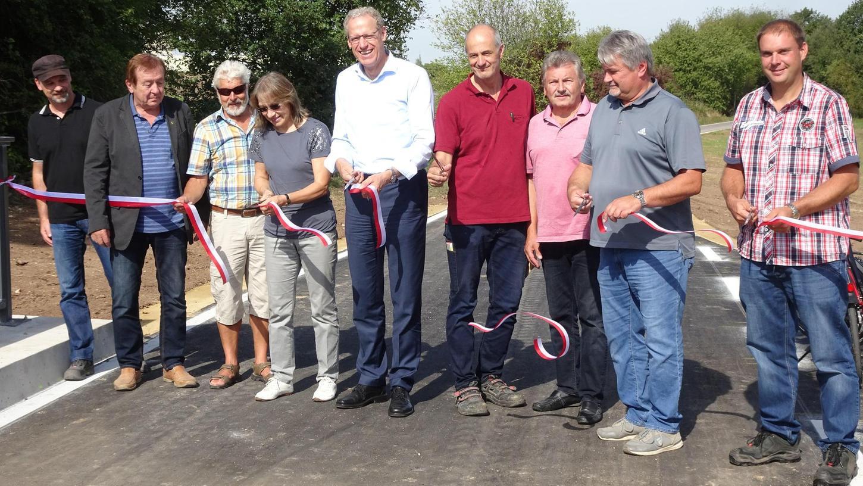 Fraktionsübergreifend wurde das erste Bauwerk des Rad-Schnellwegs, die Schleifmühlbach-Brücke, schon eröffnet.