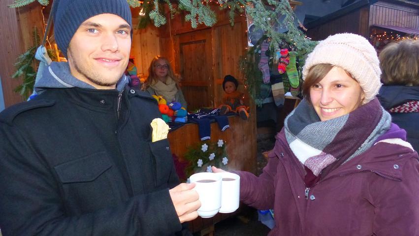 Lichterglanz und eigenes Christkind: Weihnachtsmarkt in Auernheim