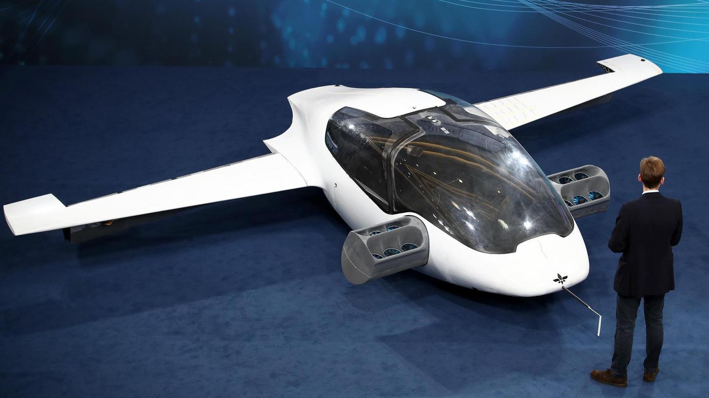 Längst mehr als eine Vision: Dieser Prototyp eines Flugtaxis des Herstellers Lilium ist beim Nürnberger Digitalgipfel zu sehen. Im März war Dorothee Bär nach einem Interview noch belächelt worden, in dem sie von Flugtaxis sprach.