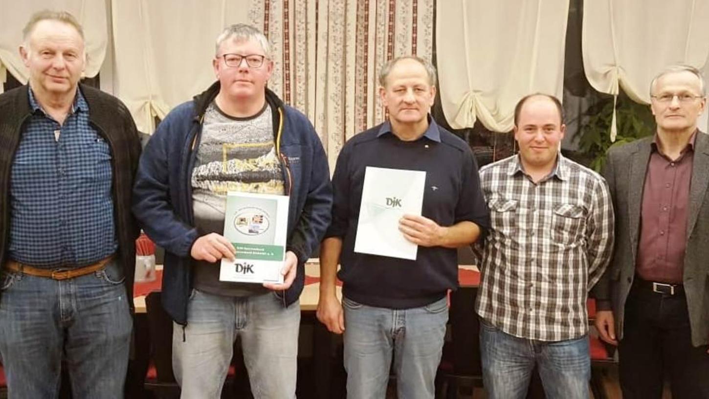 Gleich zwei Mitglieder der DJK Lengenfeld freuten sich über hohe Auszeichnungen: Peter Wölfl und Bernhard Oettl (2. und 3. von links).