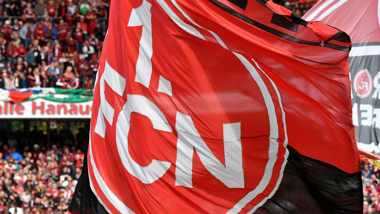 Gute Nachrichten für die Fans des 1. FC Nürnberg: Sie dürfen am Samstag ihre Wollmützen nun doch vor der Allianz Arena verteilen.