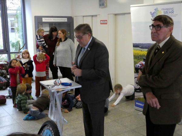Schirmherr Landrat Helmut Weiß würdigte das herausragende Engagement von Helmut P. Schuh (r.).