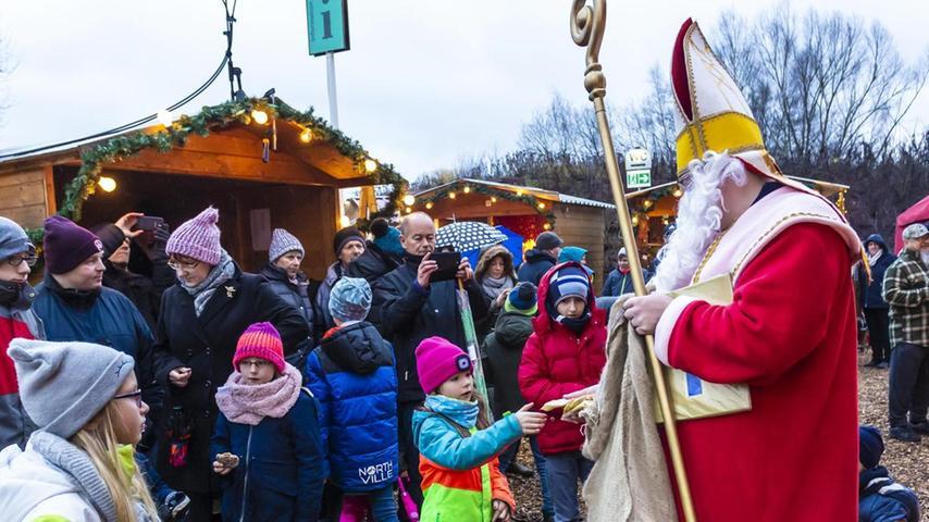 Der Weihnachtsmann sorgte für leuchtende Kinderaugen