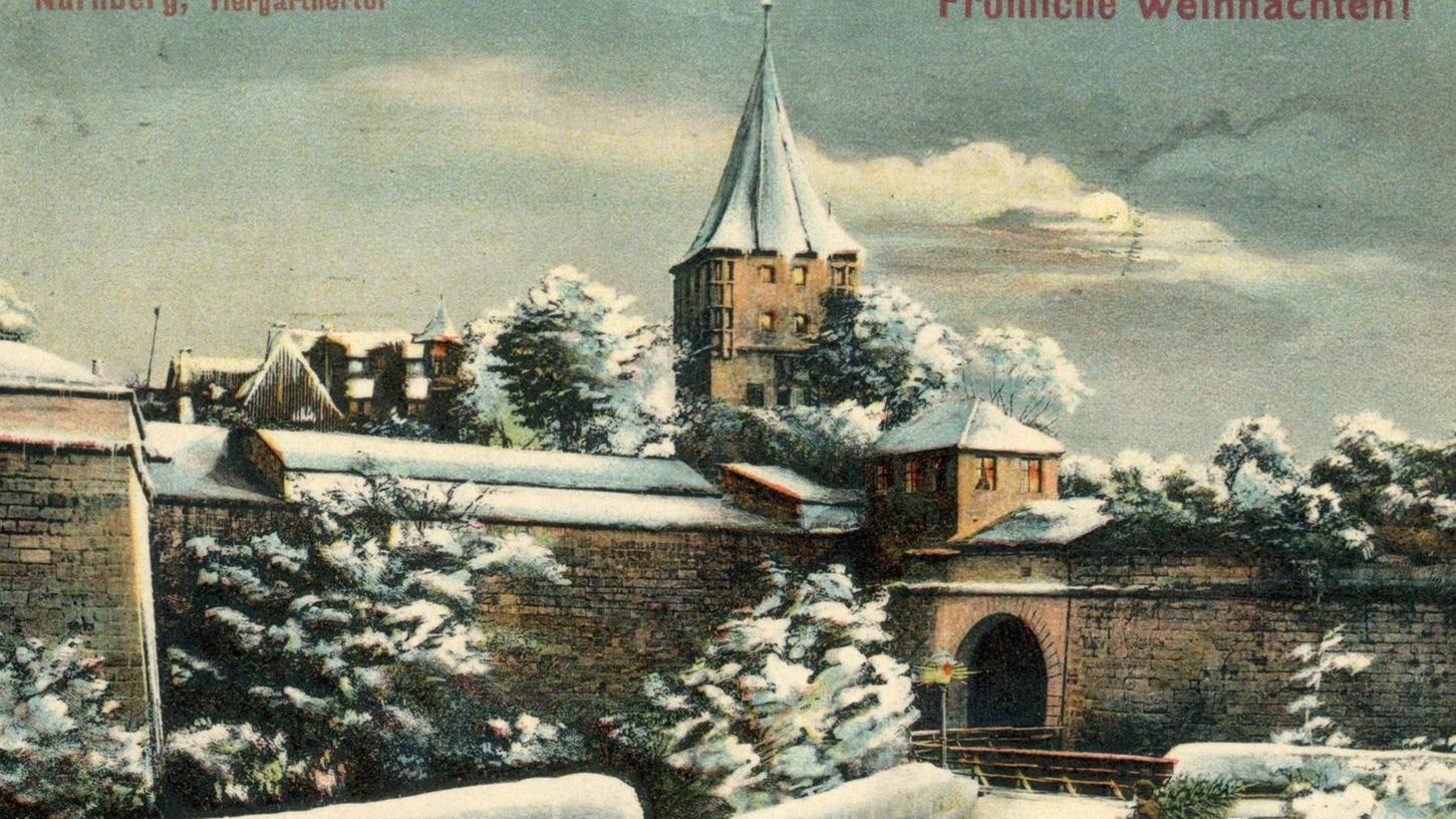 Die verschneite Feldseite des Tiergärtnertors im Jahr 1908. Das kleine Häuschen auf der Mauerkrone neben dem Turm wurde im Krieg zerstört.
