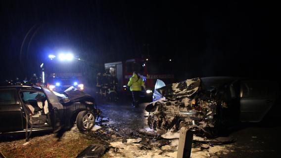 Feuer nach Frontalkollision: Drei Schwerverletzte bei Heilsbronn