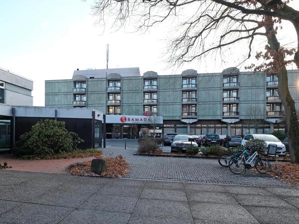 Das vierzig Jahre alte Ramadaparkhotel soll durch einen Neubau ersetzt werden, weil es zu klein ist. Das geplante Hochhaus wäre eine neue städtebauliche Dominante.