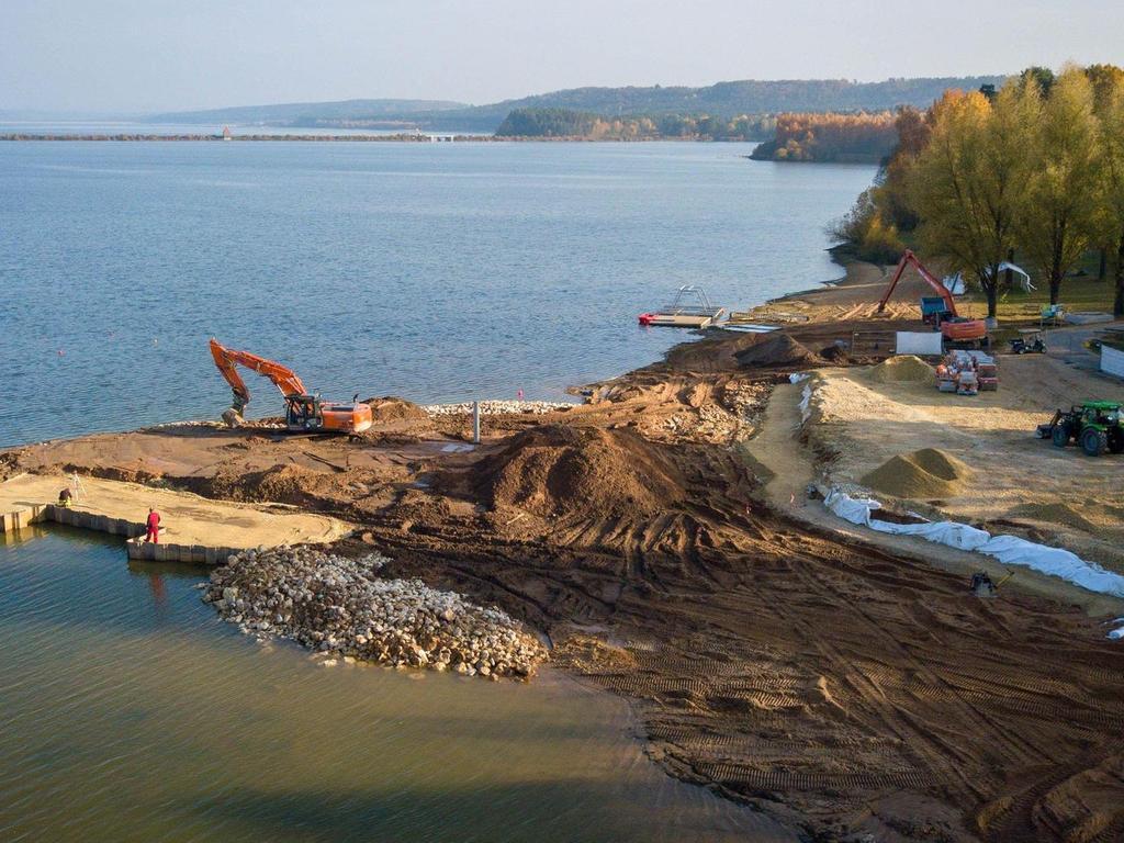 Blick auf die Baustelle im Kleinen Brombachsee. Die Investoren meinen, das Fränkische Seenland sei geradezu prädestiniert für eine Wakeboardanlage.