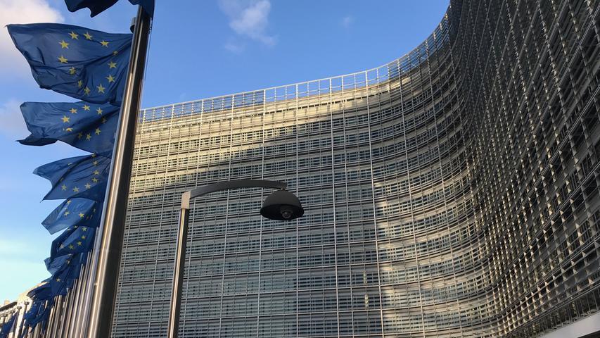 4. April 2019: Die EU-Kommission geht nach vorläufigen Erkenntnissen davon aus, dass VW, Daimler und BMW in der Vergangenheit illegale Absprachen zu Technologien der Abgasreinigung getroffen haben. Bestätigt sich diese Einschätzung, drohen den deutschen Autobauern teure Strafen.