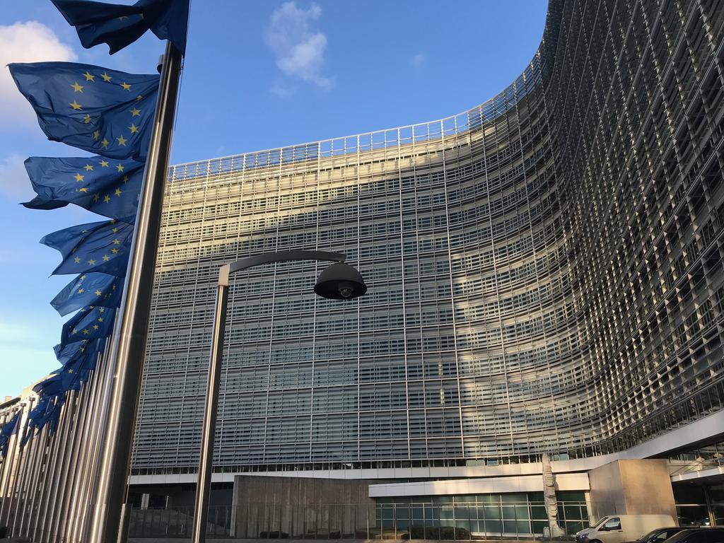 EU-Kommission, Europäische Kommission, Berlaymont-Gebäude, Brüssel, Belgien, Europafahne, Europaflagge