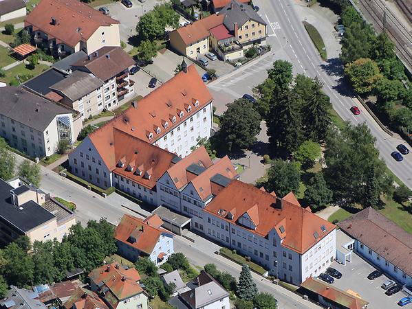 So sieht das ehemalige Stadtkrankenhaus von oben aus. Es besteht eigentlich aus drei Teilen, die im Laufe der Jahre zusammengewachsen sind.