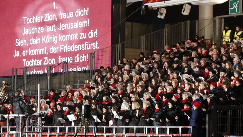 Vertreterinnen des 1. FC Nürnberg Frauen- und Mädchenfußball sind ebenso zu Gast wie Michael Köllner, Niels Rossow oder Thomas Grethlein vom Club. Zu Wort kommt auch das Christkind Rebecca Ammon. Stadionsprecher Guido Seibelt moderiert.