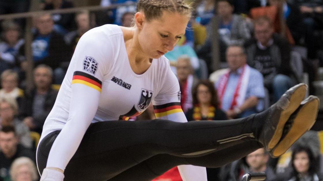 2017 Weltmeisterin, 2018 Vizeweltmeisterin, unter anderem: Kunstradfahrerin Milena Slupina vom kleinen TSV Bernlohe.