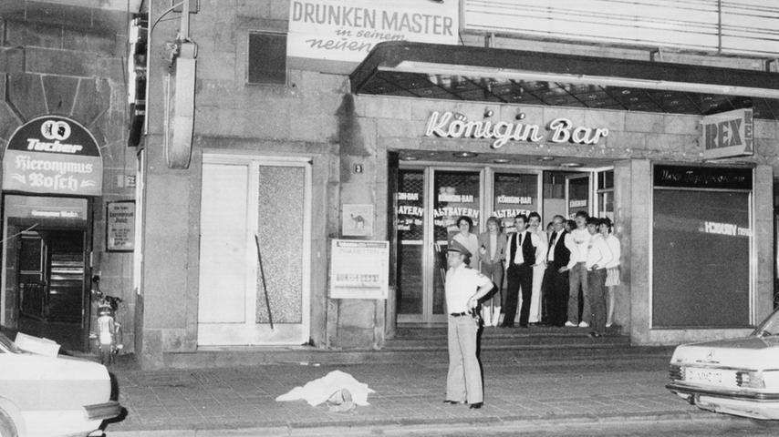Ein dreifacher Mord geschah am 26 Juni 1982: Der Rechtsextremist Helmut O. schoss in einer Diskothek gezielt auf Ausländer. Bei einem Schusswechsel mit der Polizei richtete der Täter schließlich die Waffe gegen sich selbst und erlag später seinen Verletzungen.