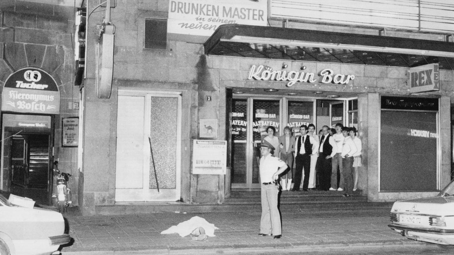 Dreifacher Mord: Am 26. Juni 1982 schoss der Rechtsextremist Helmut O. gezielt auf Ausländer. Bei einem Schusswechsel mit der Polizei richtete der Täter schließlich die Waffe gegen sich selbst und erlag später seinen Verletzungen.