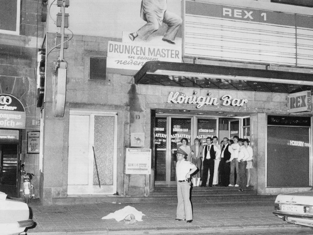 Dreifacher Mord: Am 26 Juni 1982 schoss der Rechtsextremist Helmut O. gezielt auf Ausländer. Bei einem Schusswechsel mit der Polizei richtete der Täter schließlich die Waffe gegen sich selbst und erlag später seinen Verletzungen.