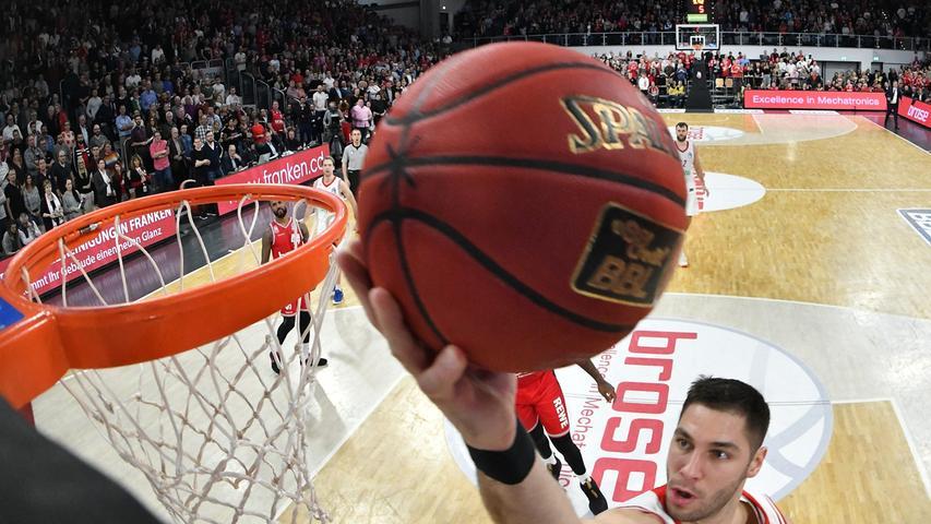 30.12.2018 --- Basketball ---- Saison 2018-19 --- easycredit Basketball Bundesliga --- 13. Spieltag: Brose Bamberg - FC Bayern München --- ..Maodo Lo ( 12, FC Bayern München ) gegen Augustine Rubit (21, Brose Bamberg)......--- Foto: Sport-/Pressefoto Wolfgang Zink / HMI....