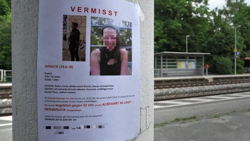 Im Fall der getöteten Tramperin Sophia L. aus Amberg in der Oberpfalz könnte in diesem Jahr der Mordprozess beginnen. Die 28-Jährige wollte Mitte Juni von Leipzig aus, wo sie studierte, in Richtung Nürnberg trampen. Den Ermittlungen zufolge nahm sie ein Lastwagenfahrer an einer Tankstelle an der A9 in Sachsen mit – und brachte sie in Oberfranken um. Der Marokkaner wurde in Spanien gefasst, Sophias Leiche dort entdeckt. Spanien lieferte den Tatverdächtigen nach Deutschland aus. Die Staatsanwaltschaft will voraussichtlich im ersten Quartal 2019 Anklage erheben.