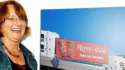 Das Foto «Mecca Cola» hat ein Verlag von Anne Angermüller (links) erworben, um es in einem Buch zu veröffentlichen. Thema: Wie der Westen eine andere Kultur durchdringt.