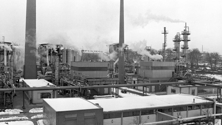 'Eine stürmische Entwicklung zeichnet sich ab: die städtischen Gaswerke produzieren für den Spitzenbedarf mit drei Leicht benzin-Spaltgas-Anlagen teures Gas. Hier geht es zum Kalenderblatt vom 4. Januar 1969: Stadtwerke hoffen auf Ferngas