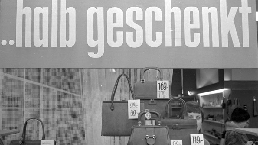 """Verkaufsflaue """"Durststrecke"""": Preissenkungen beleben das Geschäft. Hier geht es zum Kalenderblatt vom 8. Januar 1969: Kunden-Geduld belohnt"""