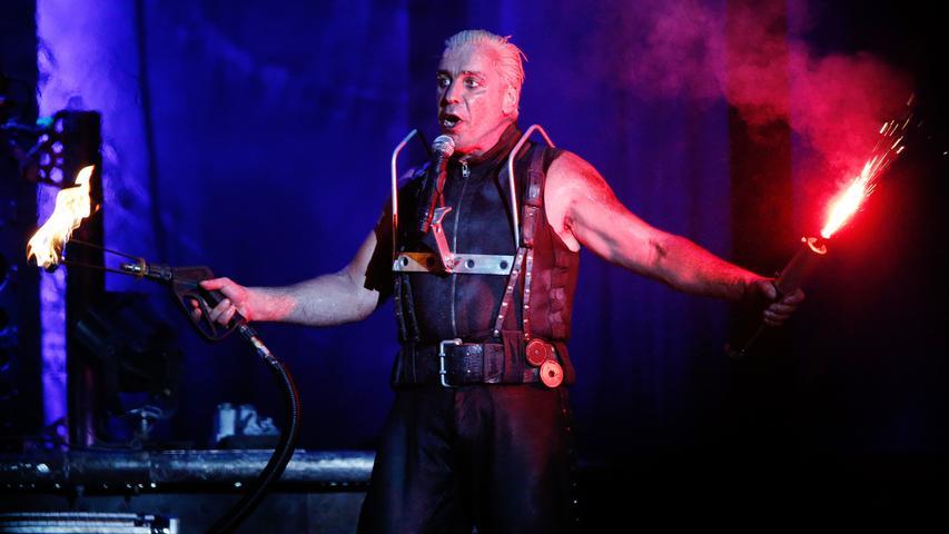 Sie zählen zu den erfolgreichsten Bands Deutschlands: Rammstein sind seit den 90ern auf der Bühne. In diesem Konzertfilm wurde Material von zwei Auftritten in Paris im Jahr 2012 gesammelt. Veröffentlicht wurde