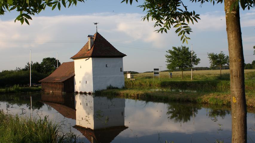 Mit der Fischerei - und der Jagd - befasst sich in Neuhaus sogar ein eigenes kleines, natürlich ebenfalls am Weiher gelegenes, Museum.