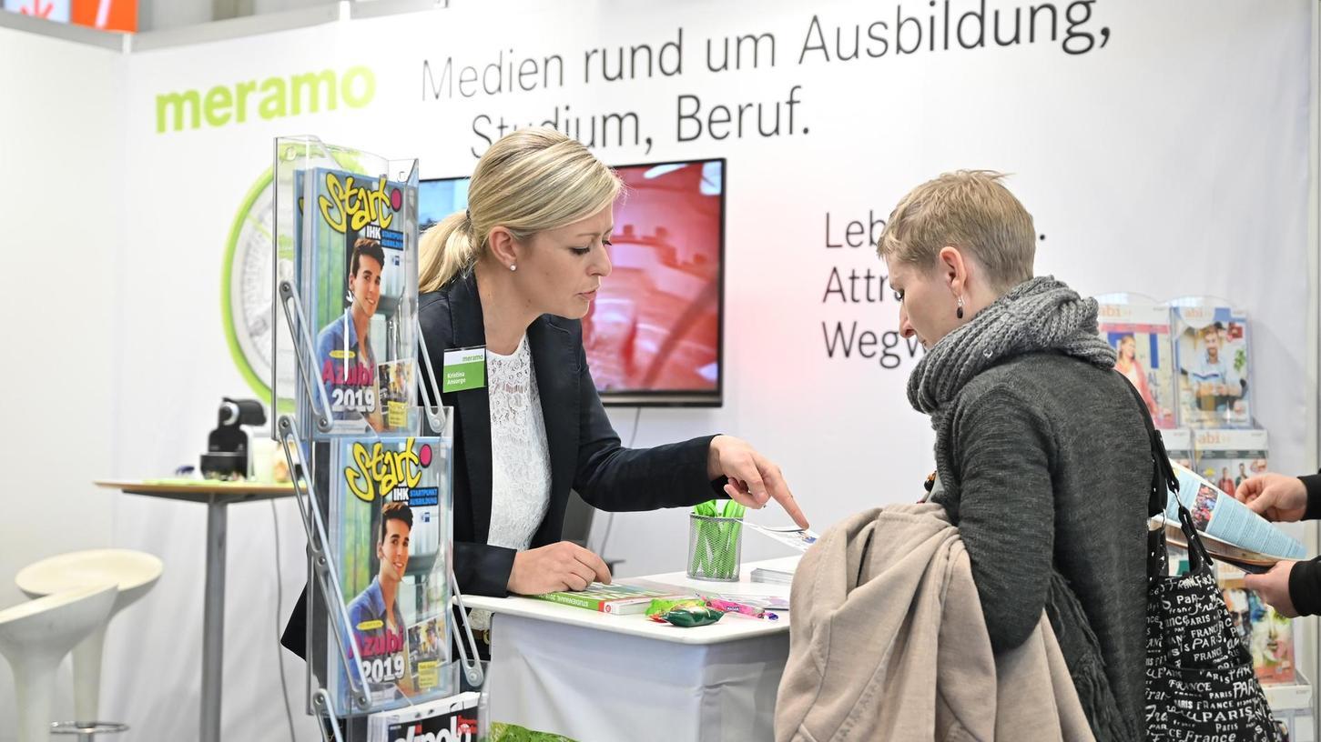 """""""Deutschland sucht doch Talente, die Chance sollten wir nicht verschenken"""": Kristina Ansorge am Stand von Meramo auf einem Fachkongress."""