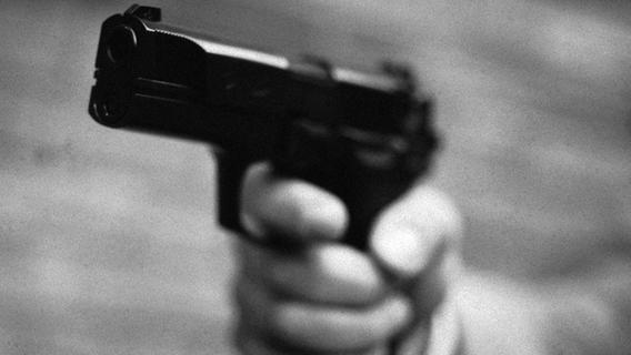 Bewaffneter-Raub-berfall-in-R-thenbach-T-ter-auf-der-Flucht