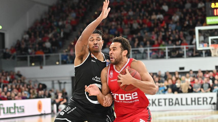 12.01.2019 --- Basketball --- Bundesliga ---Saison 2018 2019 --- 10. Spieltag: Brose Bamberg - Rasta Vechta --- .Elias Harris (20, Brose Bamberg) gegen Tyrone Nash (9, Rasta Vechta)..--- Foto: Sport-/Pressefoto Wolfgang Zink / HMI --- ......