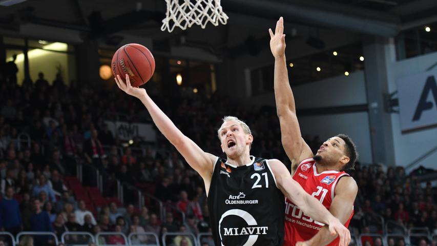 12.01.2019 --- Basketball --- Bundesliga ---Saison 2018 2019 --- 10. Spieltag: Brose Bamberg - Rasta Vechta --- .Seth Hinrichs (21, Rasta Vechta) gegen Augustine Rubit (21, Brose Bamberg)..--- Foto: Sport-/Pressefoto Wolfgang Zink / HMI --- ......
