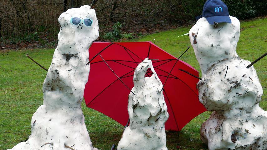 Zum Dahinschmelzen war das Wetter der letzten Tage für diese drei eisigen Gesellen. Wahrscheinlich sind sie mittlerweile schon ganz weg.