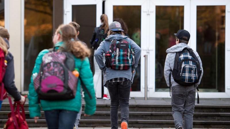In diesem Jahr sind die Schülerzahlen in Bayern um 0,5 Prozent zwar auf 1,65 Millionen gesunken - die Zahl der Abc-Schützen ist aber um 0,3 Prozent auf 115 200 gestiegen.