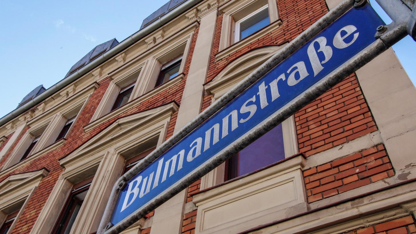 In der Bulmannstraße in der Südstadt wurde der Polizist 1946 auf zwei Einbrecher aufmerksam. Wenig später traf ihn eine Kugel tödlich.