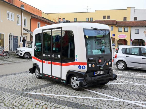 Autonom durch den Kurort: Im niederbayerischen Bad Birnbach pendelt ein autonomer Kleinbus der Deutschen Bahn.