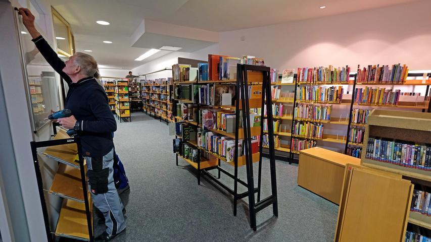 Die Stadtbücherei hat einen kleinen Vorsprung, sie hat bereits am Montag mit dem Umzug beginnen können.