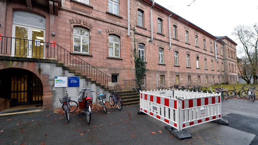 Das letzte verbliebene Gebäude der ehemaligen Heil- und Pflegeanstalt wird seit Jahrzehnten von der Universität genutzt.