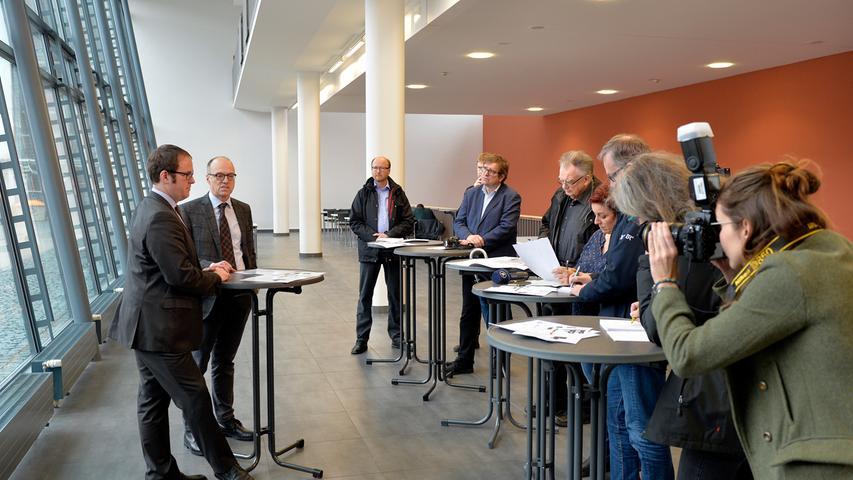 Großes Medieninteresse: OB Florian Janik und Heinrich Iro, Ärztlicher Direktor der Universitätskliniken, bei der Vorstellung eines Kompromissvorschlags zum Teilerhalt der ehemaligen Hupfla.