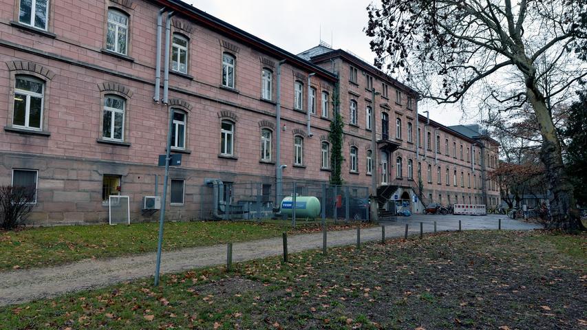 Baulich noch tadellos in Schuss: Der Kopfbau der ehemaligen Erlanger Heil- und Pflegeanstalt.