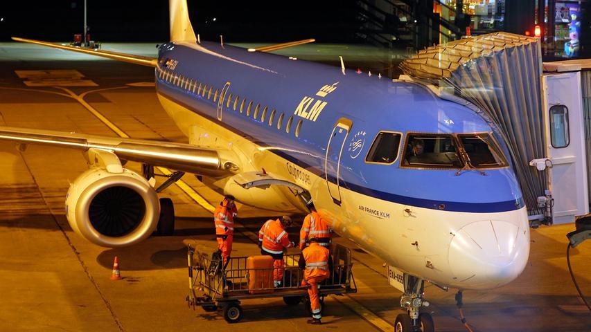 Nacht(ge)schichten: Der Nürnberger Flughafen schläft nie