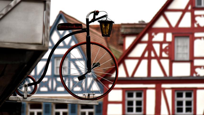 Die Stadt Forchheim verzeichnete in den vergangenen Jahren 35.000 bis 40.000 Übernachtungen pro Jahr. Erfasst werden nur die Gäste in Häusern mit mehr als zehn Betten. Die durchschnittliche Verweildauer von Touristen beträgt 1,8 Tage.