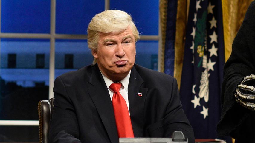 Schon bevor Donald Trump vereidigt worden war, hatte der Schauspieler Alec Baldwin Furore gemacht, indem er den neuen  Präsidenten in der TV-Show