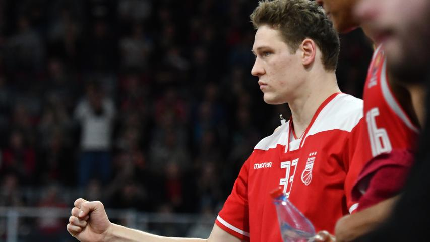20.01.2019 --- Basketball --- Saison 2018 2019 --- 1. Bundesliga easycredit BBL --- Pokal-Halbfinale: Brose Bamberg - Telekom Baskets Bonn --- Foto: Sport-/Pressefoto Wolfgang Zink / HMI --- ..Patrick Heckmann (33, Brose Bamberg) ballt Faust......