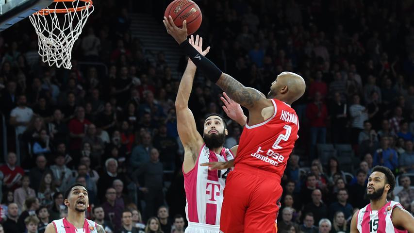 20.01.2019 --- Basketball --- Saison 2018 2019 --- 1. Bundesliga easycredit BBL --- Pokal-Halbfinale: Brose Bamberg - Telekom Baskets Bonn --- Foto: Sport-/Pressefoto Wolfgang Zink / HMI --- .Ricky Hickman (2, Brose Bamberg) gegen Martin Breunig (12, Telekom Baskets Bonn), Olivier Hanlan (6, Telekom Baskets Bonn) und James Webb (15, Telekom Baskets Bonn) .......