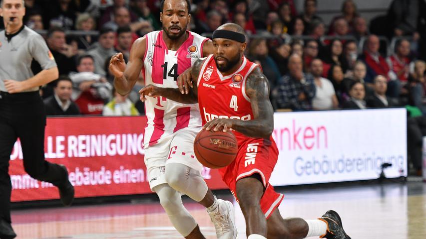 20.01.2019 --- Basketball --- Saison 2018 2019 --- 1. Bundesliga easycredit BBL --- Pokal-Halbfinale: Brose Bamberg - Telekom Baskets Bonn --- Foto: Sport-/Pressefoto Wolfgang Zink / HMI --- .Tyrese Rice (4, Brose Bamberg) gegen Josh Mayo (14, Telekom Baskets Bonn) .......