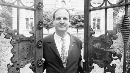 Öffnet Türen in kritischen Situationen: Der Allgemeinarzt Dr. Roland Hanke kümmert sich um Schwerkranke.