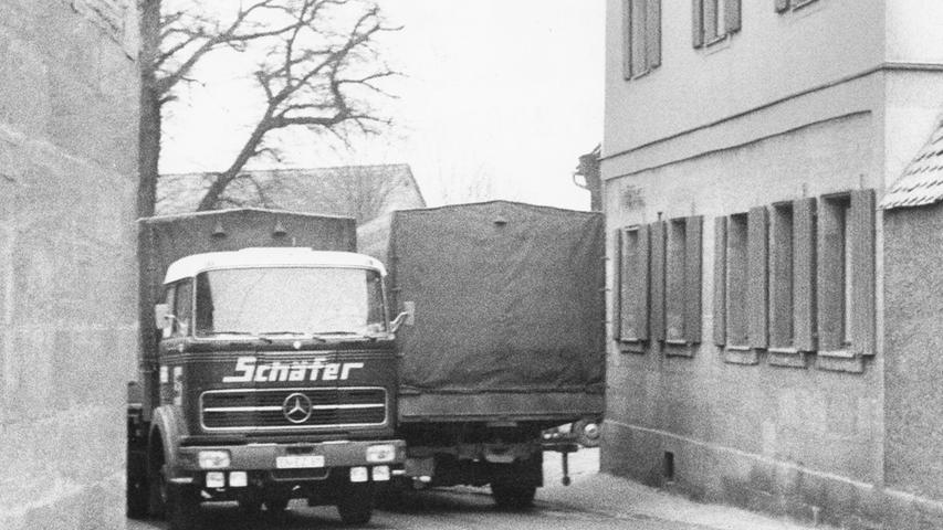 Eng ging es auch 1973 in Großgründlach zu, besonders wenn sich zwei schwere Lastwagen entgegen kamen.