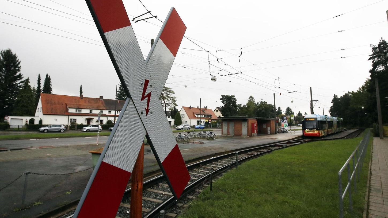 Hier am Südfriedhof soll die neue Straßenbahntrasse dann auf die alten Gleise treffen, wenn es nach der SPD im Nürnberger Rathaus geht.
