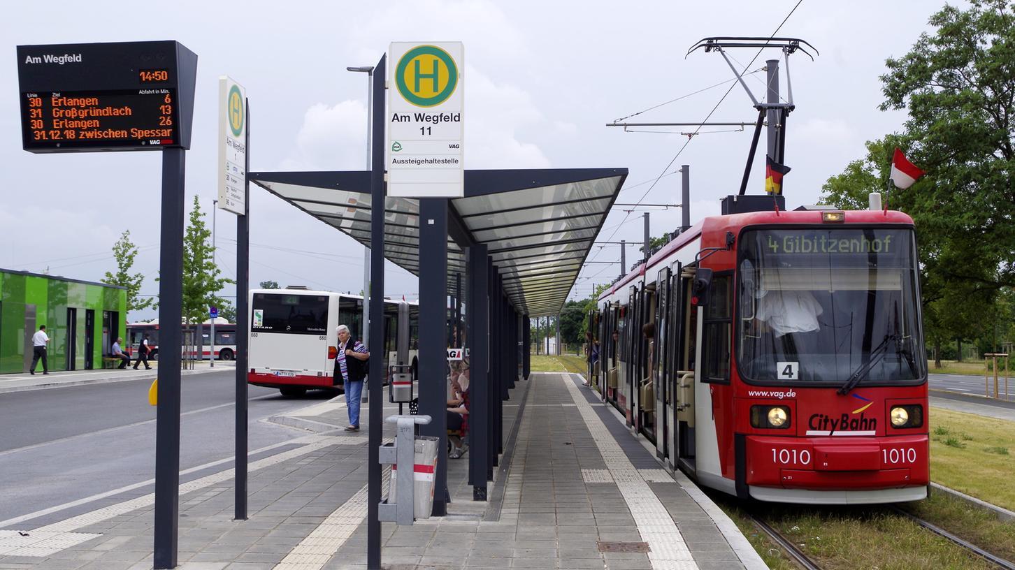 Die Straßenbahnlinie 4 fährt seit Dezember 2016 bis Am Wegfeld in Nürnberg-Buch. Von dort soll die StUB weitergebaut werden.